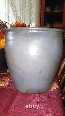 1 Gallon Thomas And Bro. Huntingdon PA Decorated Stoneware Crock