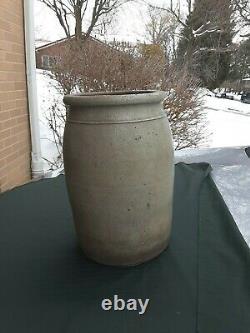 Antique Salt Glazed Stoneware HAMILTON & JONES GREENSBORO GREENE CO. PA. Crock